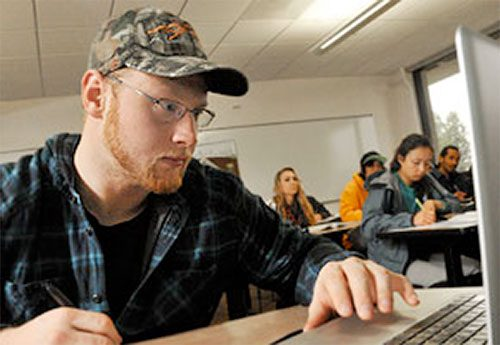 Student considering online courses