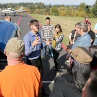 Hansen talks with students at the Rock Creek Campus about aviation maintenance.