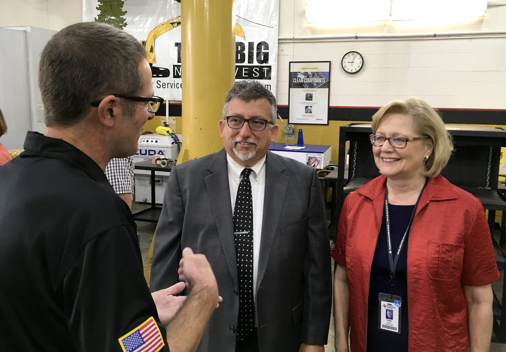 ThinkBIG instructor Sander Torgeson discusses the success of his program with new Rock Creek President Chris Villa and Rock Creek Division Dean of Math, Aviation & Industrial Tech Irene Giustini.