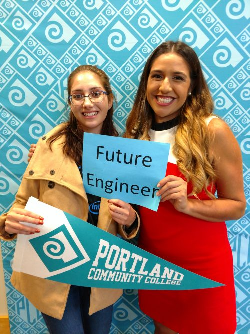 2018 Hermanas Conference keynote speaker Elizabeth Cobarrubias with an attendee.