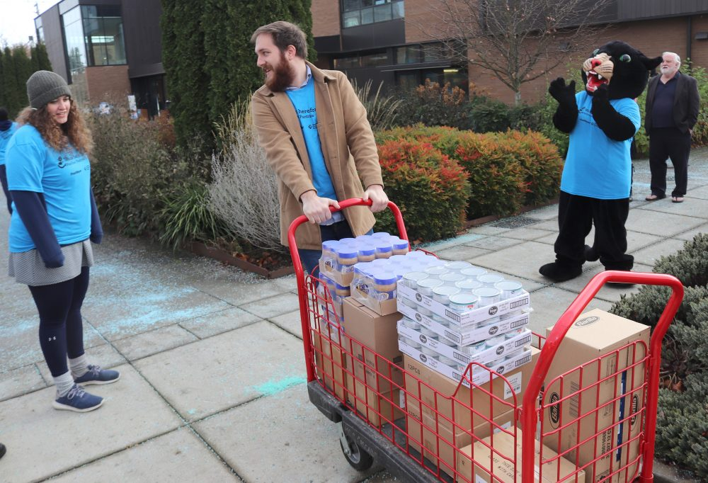 Students take boxes to the pantry.