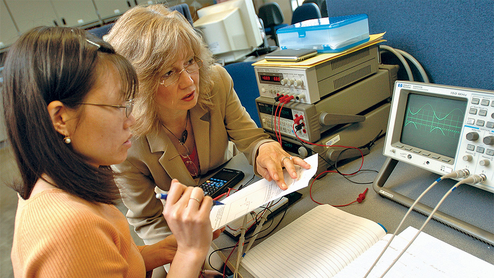 Instructor helping a student in the EET lab