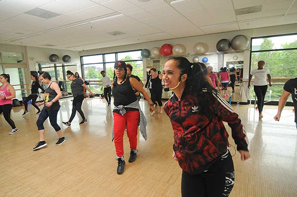 Students in a hip hop dance class