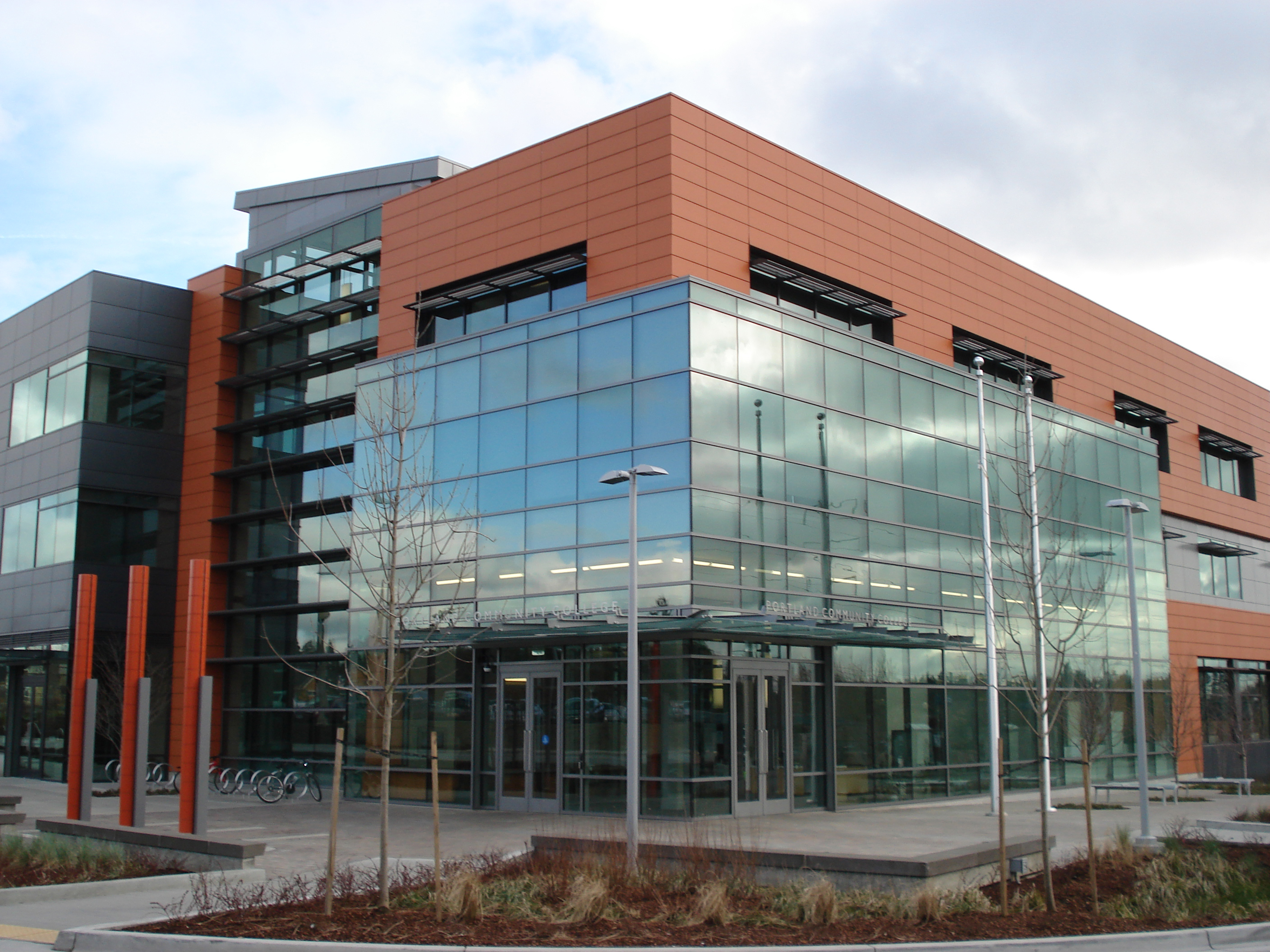 Willow creek earns leed platinum rating news at pcc for Leed building design