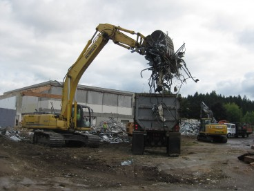 Debris recycling at Rock Creek Building 5 August 2014
